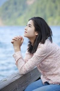 16057954_s Girl praying by lake